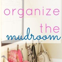 How to Organize a Mudroom {clutter free tips}