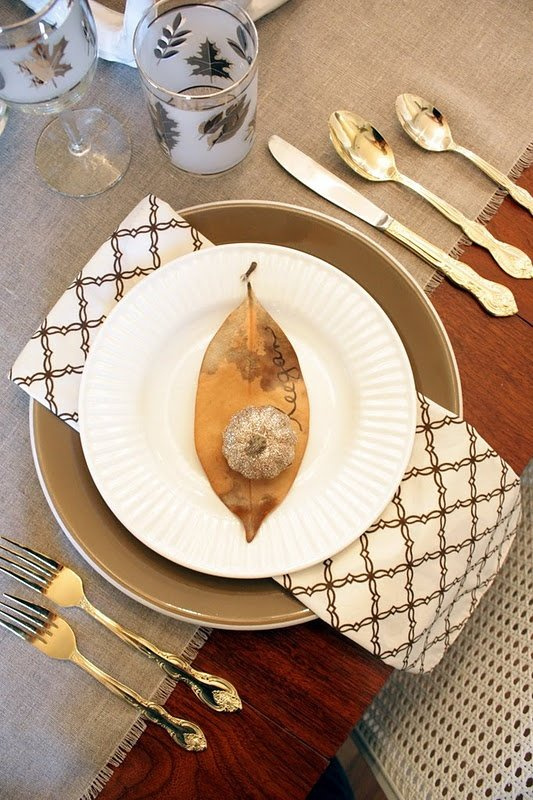 awesome gold-thanksgiving-decor-ideas-12 cupcakepedia