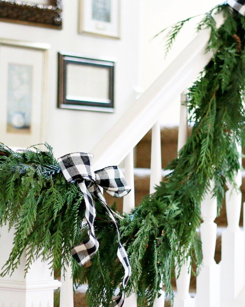 How To Hang Banister Wreaths Amp Video A Thoughtful Place