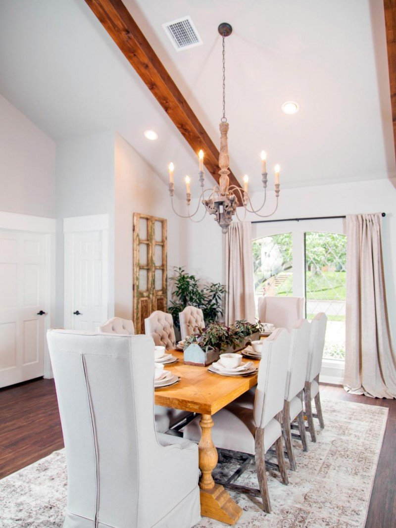 Fixer upper kitchen curtains - Takeaway 3 Add Neutral Drapes The Puddling On The Floor Gives Them A More Relaxed Feel And A Neutral Rug To Your Dining Area That Allows You To Infuse