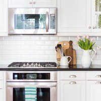 5 Tips on Living with Glass Cabinets
