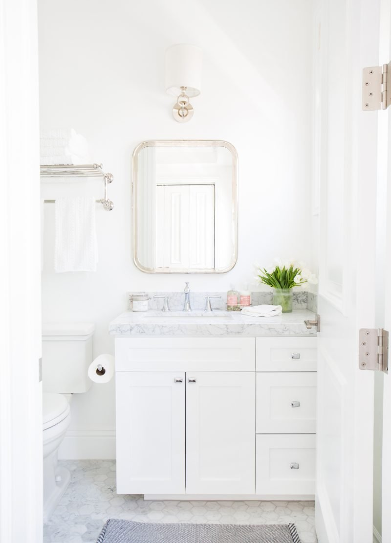 Crisp,+white+bathroom+with+marble+hex+tile+--+Studio+McGee